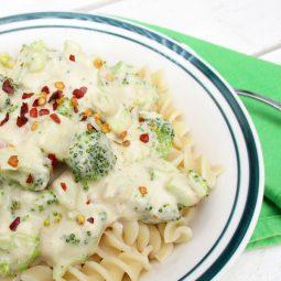 Cremige Brokkoli Soße (Vegan, Glutenfrei)