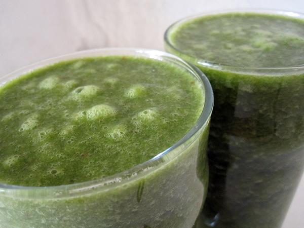 Grüner Smoothie mit Mangold