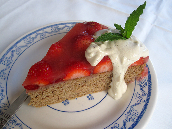 Spongecake with Strawberries (Vegan, Gluten-free, Dairy-free, Egg-free)