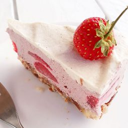 No Bake Strawberry Cake (Vegan, Gluten-free)