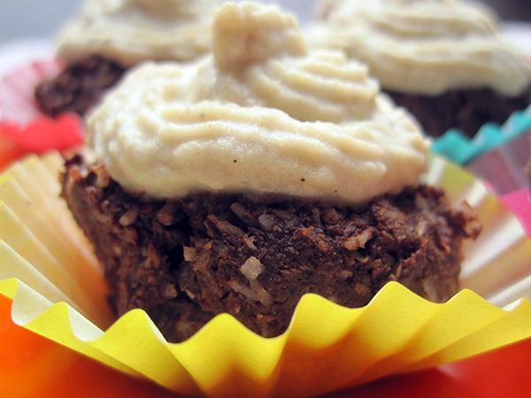 Raw Chocolate Cupcakes with Vanilla Topping (Vegan, Gluten-free)