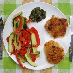 Kartoffelbratlinge mit Gemuese und Pesto (Vegan, Glutenfrei)