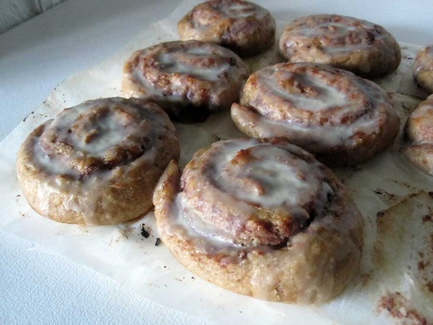 Cinnamon Rolls with Sugar-Free Glazing (Vegan, Gluten-free)