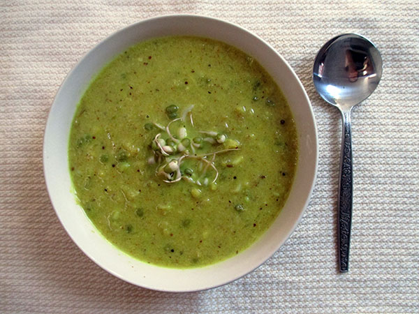 Vegan Gluten-free Cauliflower Curry Soup with Mung Bean Sprouts