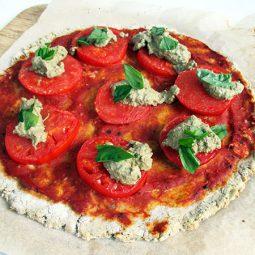 Knusprige Tomaten Basilikum Pizza (Vegan, Glutenfrei, ohne Hefe)