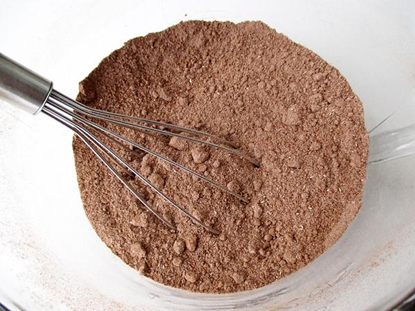 Vegane Glutenfreie Milchfreie Eifreie Nuss Milch Mehl Schokoladen Muffins Mit Vanille Creme Häubchen Ohne Soja Ohne Zucker Rezept