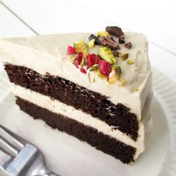 Chocolate Cake with Super Creamy Vanilla Frosting (Vegan, Gluten-free, No refined Sugar)