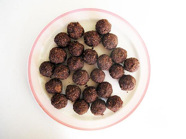 Vegane Glutenfreie Fruchtgesuesste Nussfreie Hirse Schokoladen Bällchen Ohne Zucker Ohne Nuesse Ohne Soja Rezept