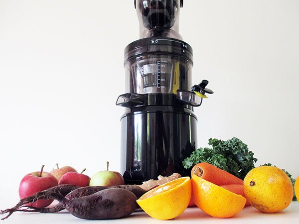 The Vegan Monster Optimum 700 Cold Press Juicer Test Review