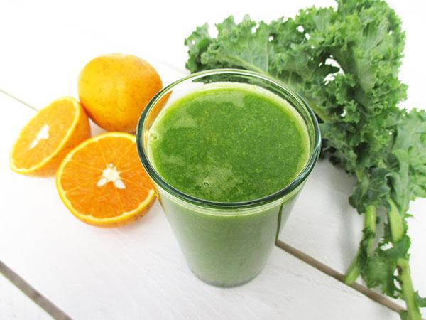 The Vegan Monster Optimum 700 Langsamentsafter Rezension ß Orangen Grünkohl Saft Rezept