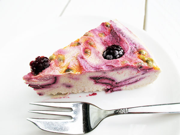 No-Bake Vegan Gluten-free Refined-Sugar-Free Raw Berry Passion Macadamia Ice-Cream Cake Recipe - Nix Backen Beeren Eiscreme Torte Rezept Glutenfrei