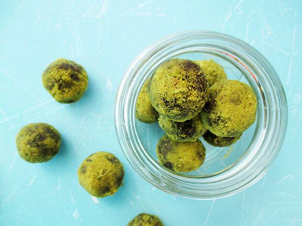 Vegane Glutenfreie Macadamia Pistazien Schokoladen Energiebaellchen Ohne Kristallzucker Rezept