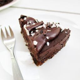 No Bake Avocado Chocolate Mousse Cake (Vegan, Gluten-free, Nut-free)