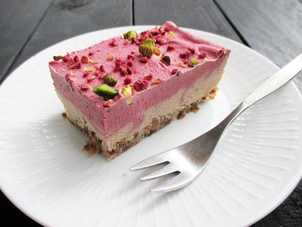 Vegan Gluten-free No Bake Raspberry Almond Cake Slice Recipe - Vegane Glutenfreie Nix Backen Mandel Himbeer Kuchen Schnitten Ohne Kristallzucker Rezept