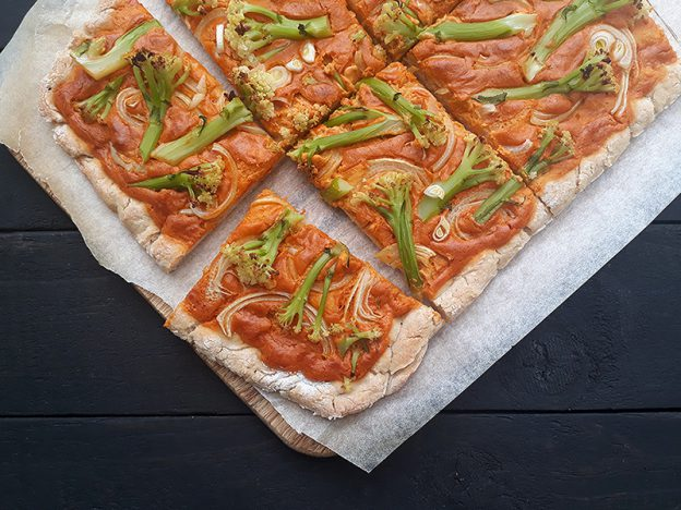 Vegan Gluten-free Pizza With Smoky Cashew Capsicum Sauce Without Tomato Recipe - Vegane Glutenfreie Pizza mit Rauchiger Cashew Paprika Sosse Ohne Tomate Rezept
